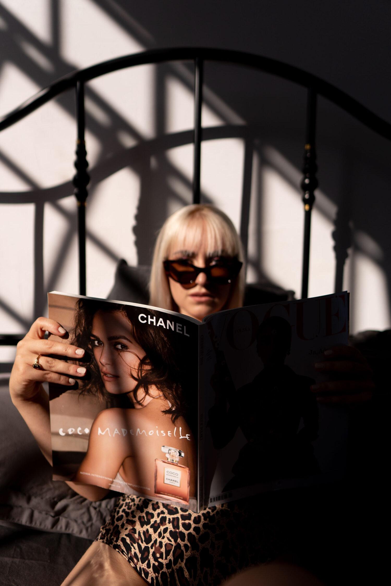 Zmysłowa kobieca sesja w apartamencie Warszawa